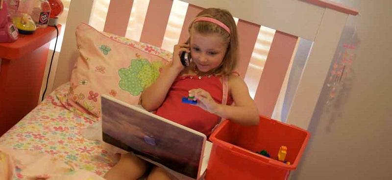 child_on_laptop slider