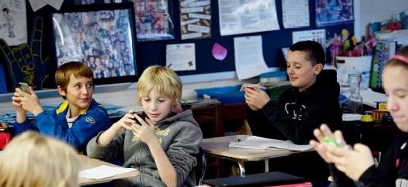 screens-in-school slider